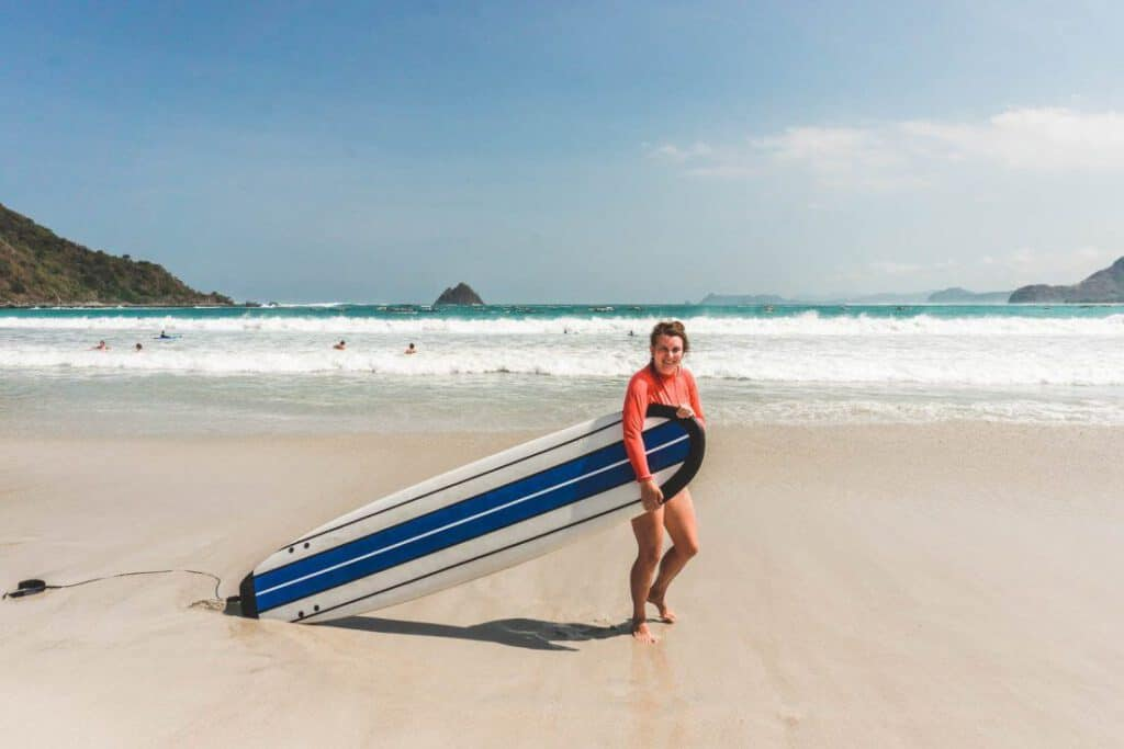 Stephanie aan het surfen