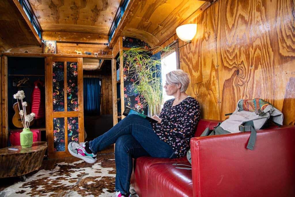 op reis in een pipowagen